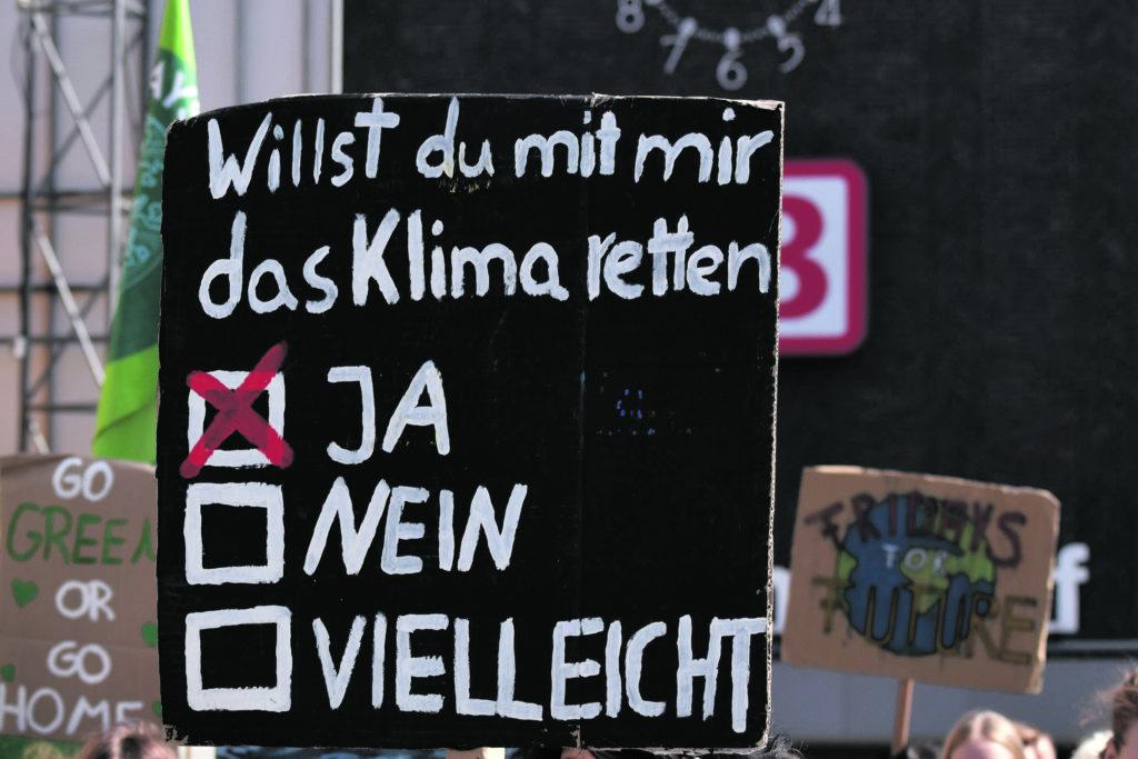 Schild: Willst du mit mir das Klima retten?